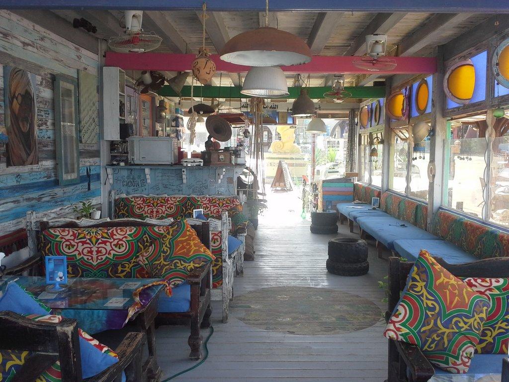 Coffee shop between dives