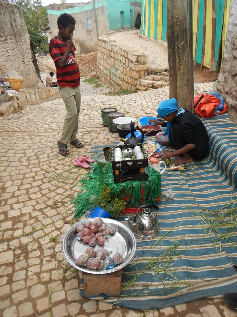 Breakfast on the street , boiled potato , fresh tomato , onion and chilli , special spice and coffee for three Rand .