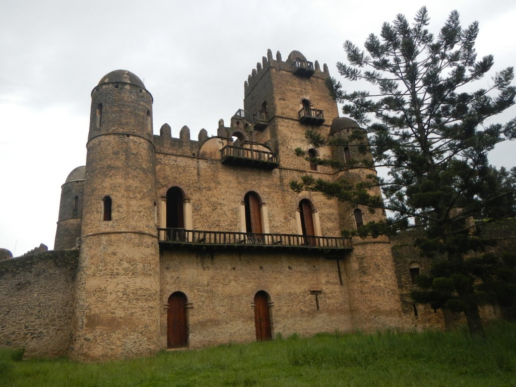 Main structure , the Kings palace .