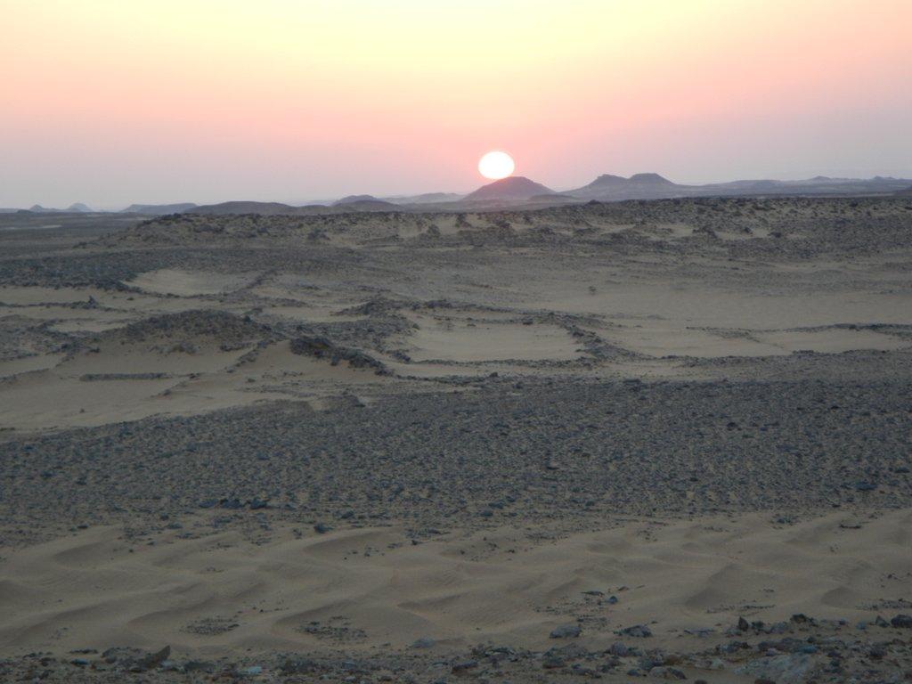 Sunrise en route to Abu Simbal .