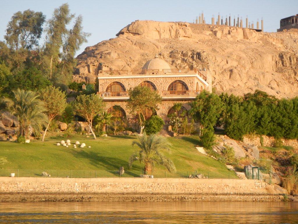 Private villa along the Nile.