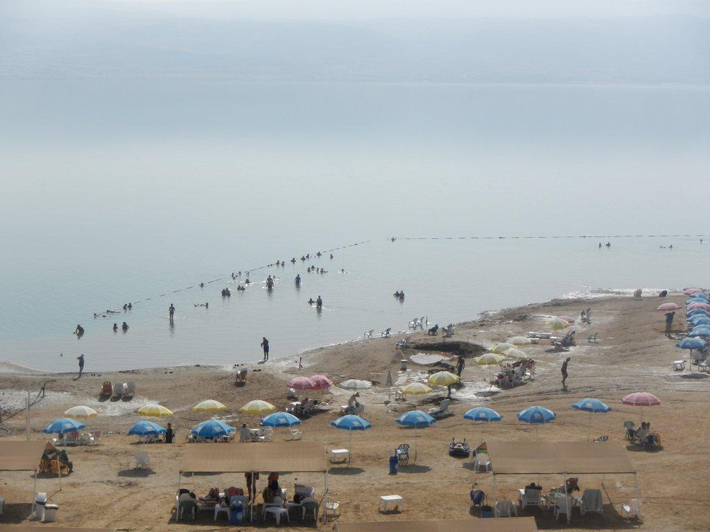 Dead sea beach .