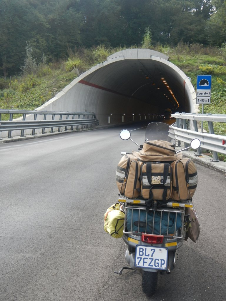 Tuscan tunnel riding .